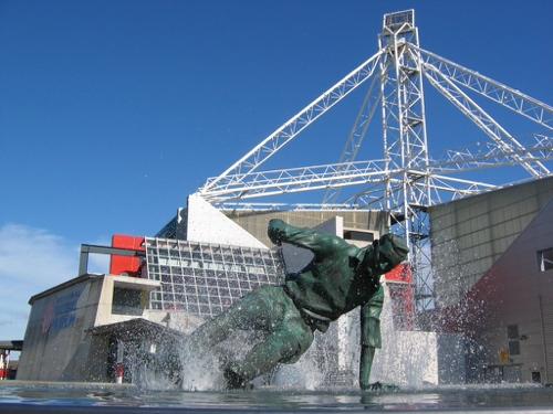 Splash statue
